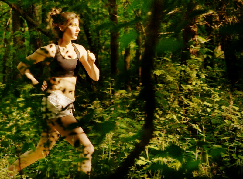 647690-woman-trail-runner